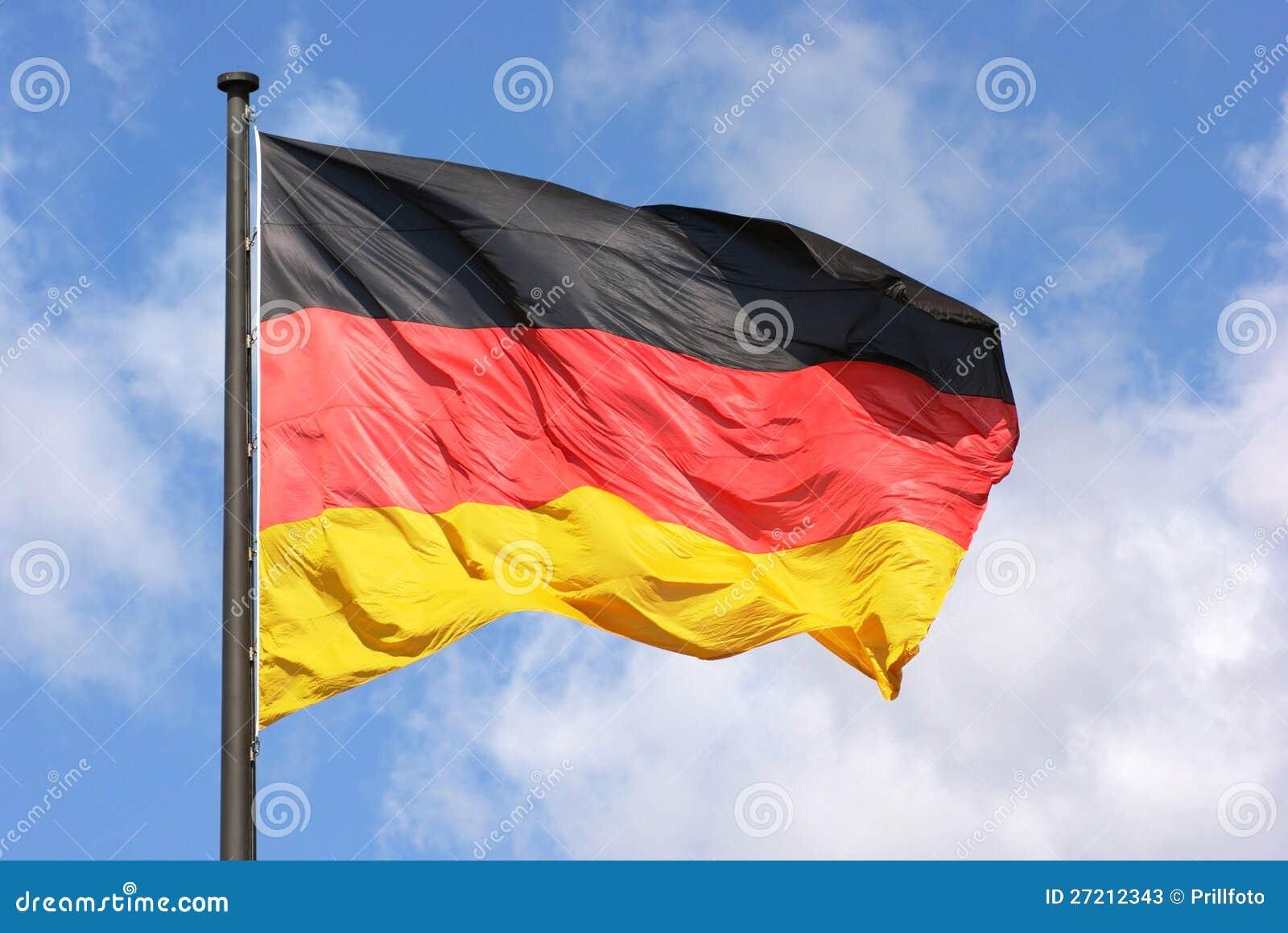 Deutsche Flagge und Himmel
