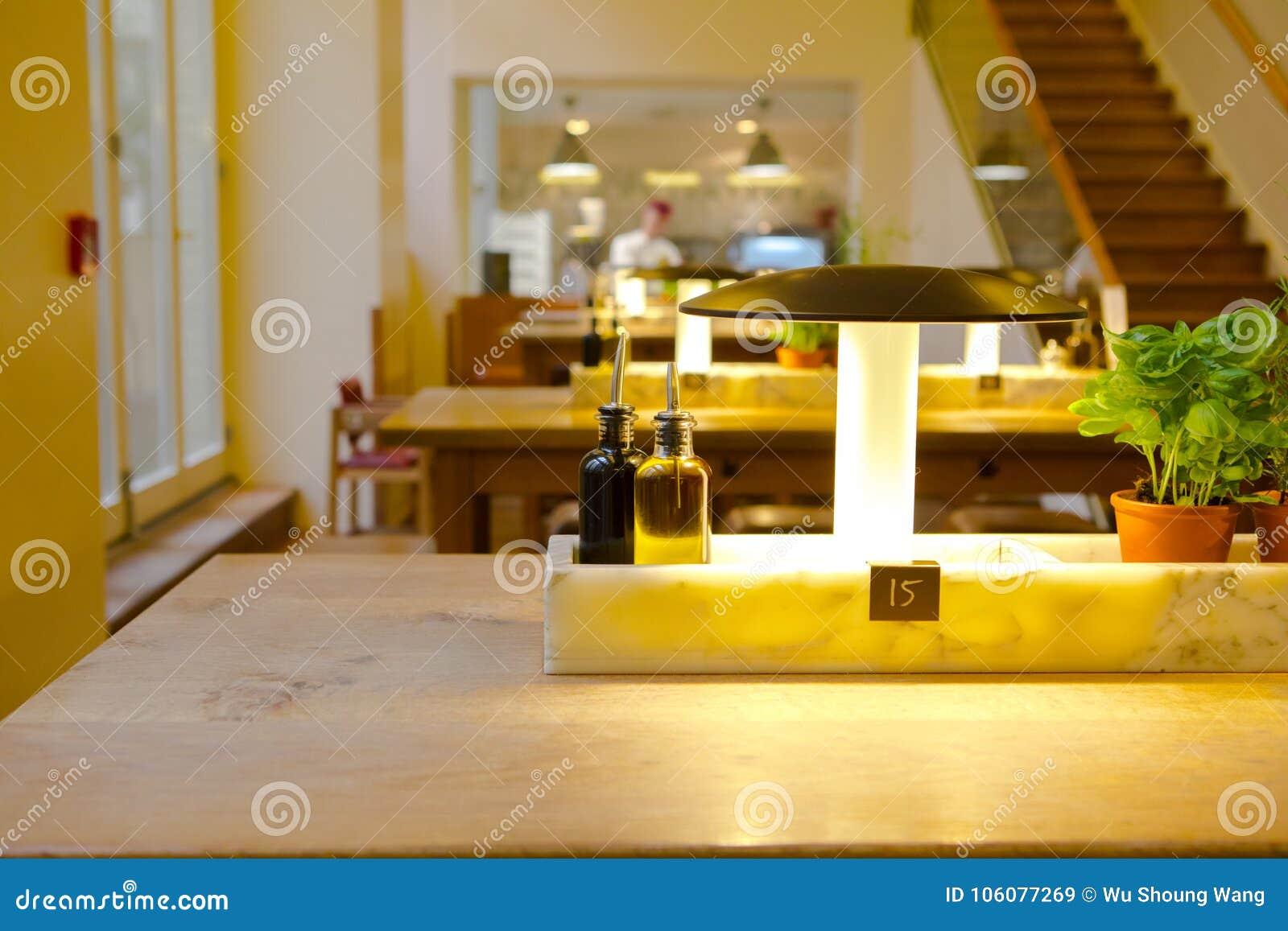Deutsches Restaurant In Berlin, In Der Italienischen Restaurants ...