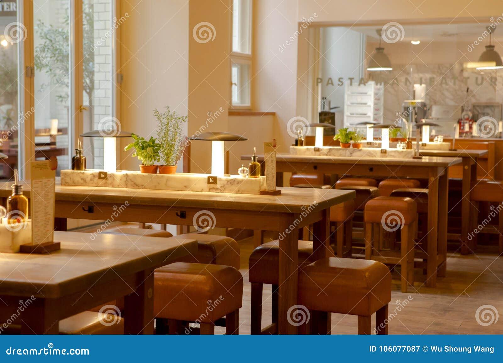 deutschland berlin italienisches restaurant. Black Bedroom Furniture Sets. Home Design Ideas