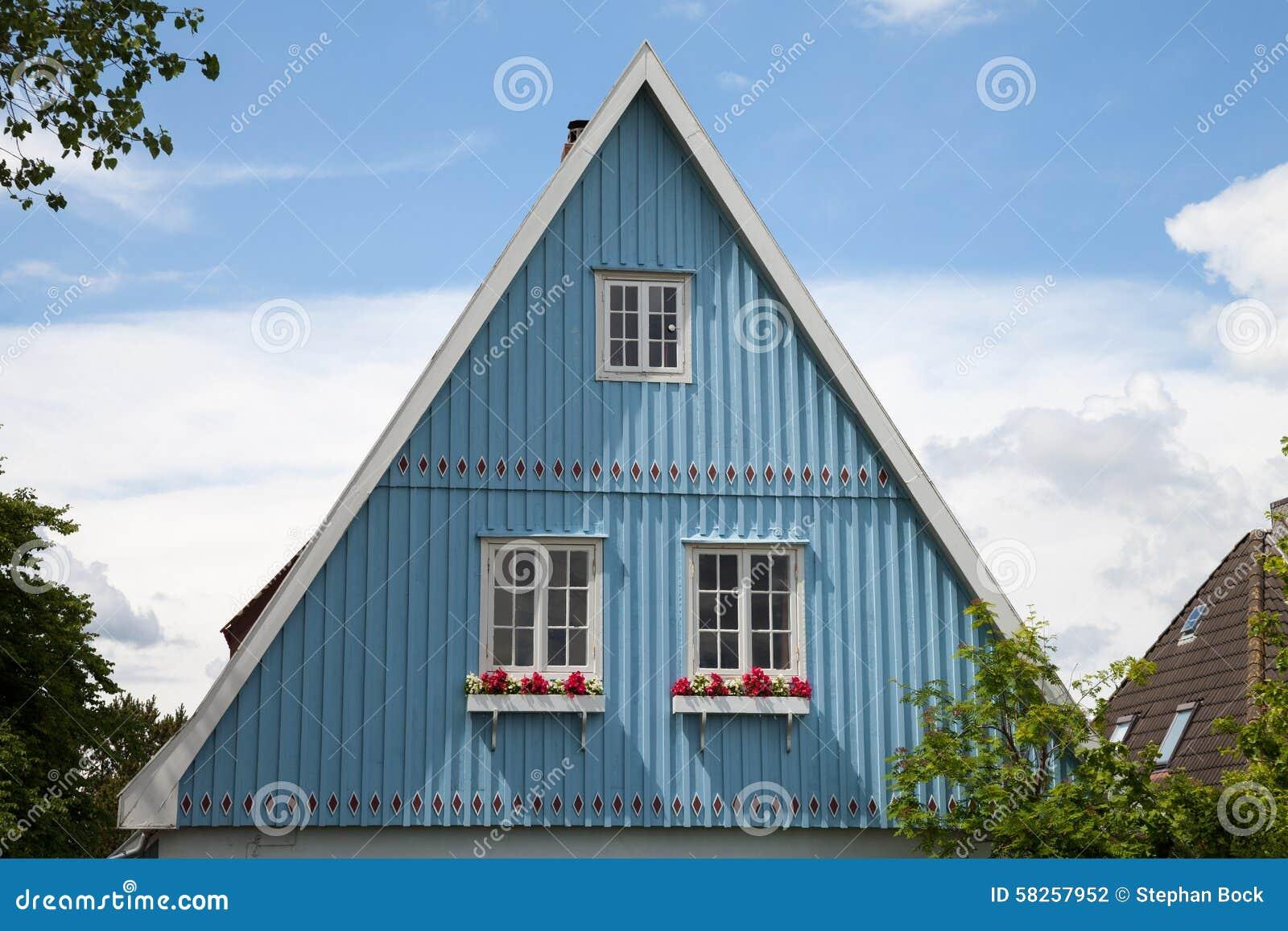 deutschland schleswig holstein haus blaue fassade. Black Bedroom Furniture Sets. Home Design Ideas