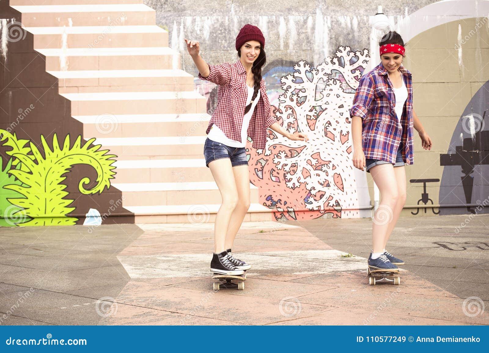 modèles nus d'adolescentes