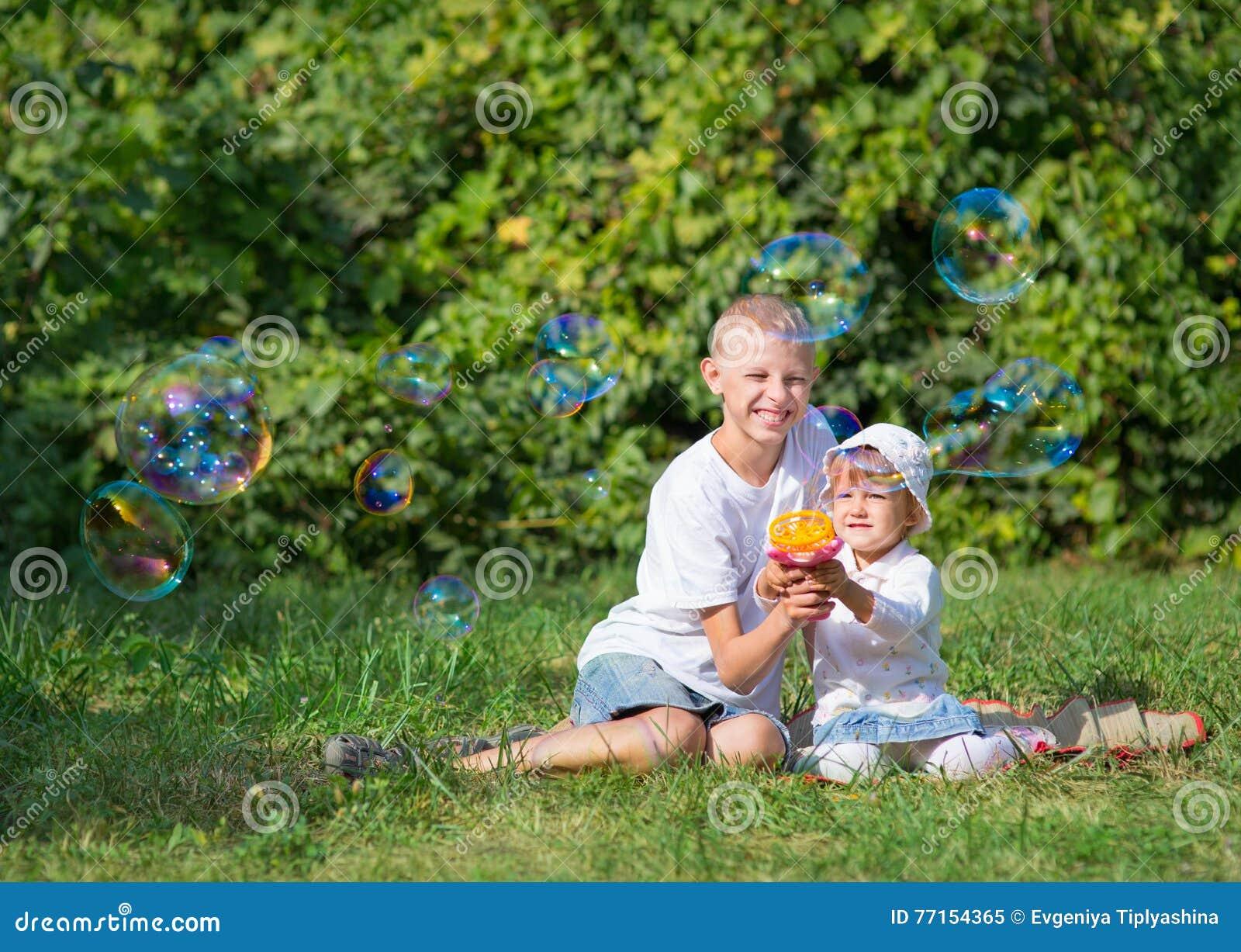 Deux bulles de coup d enfants