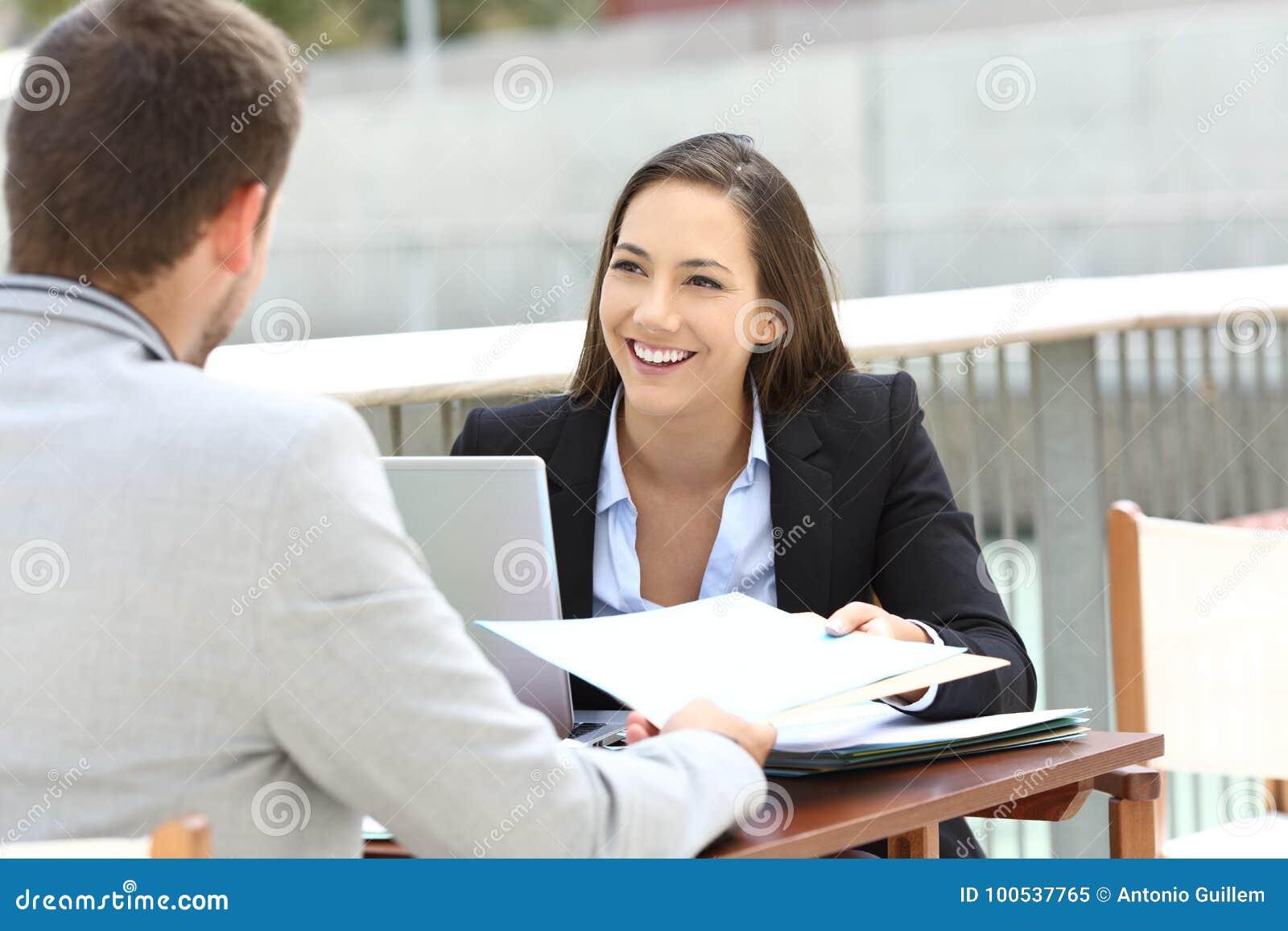 Deux cadres fonctionnant partager informe