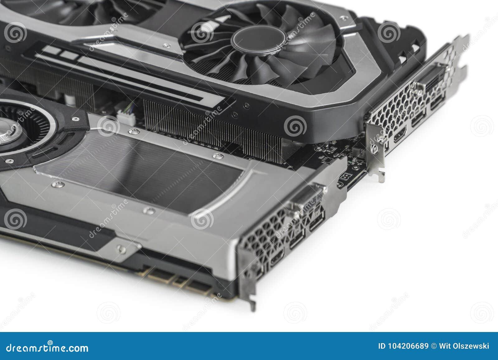 Deux cartes graphiques visuelles avec GPU puissant d isolement sur le fond blanc