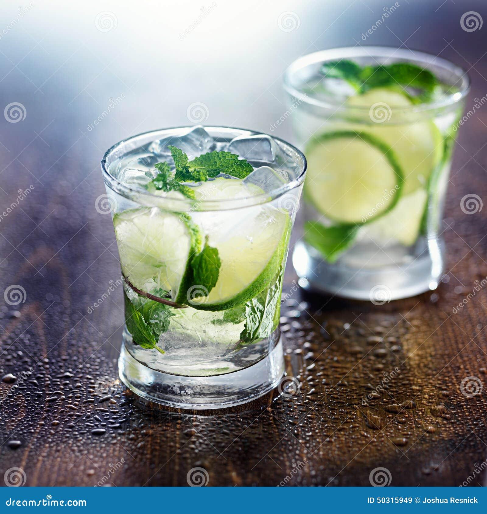 Deux cocktails de mojito