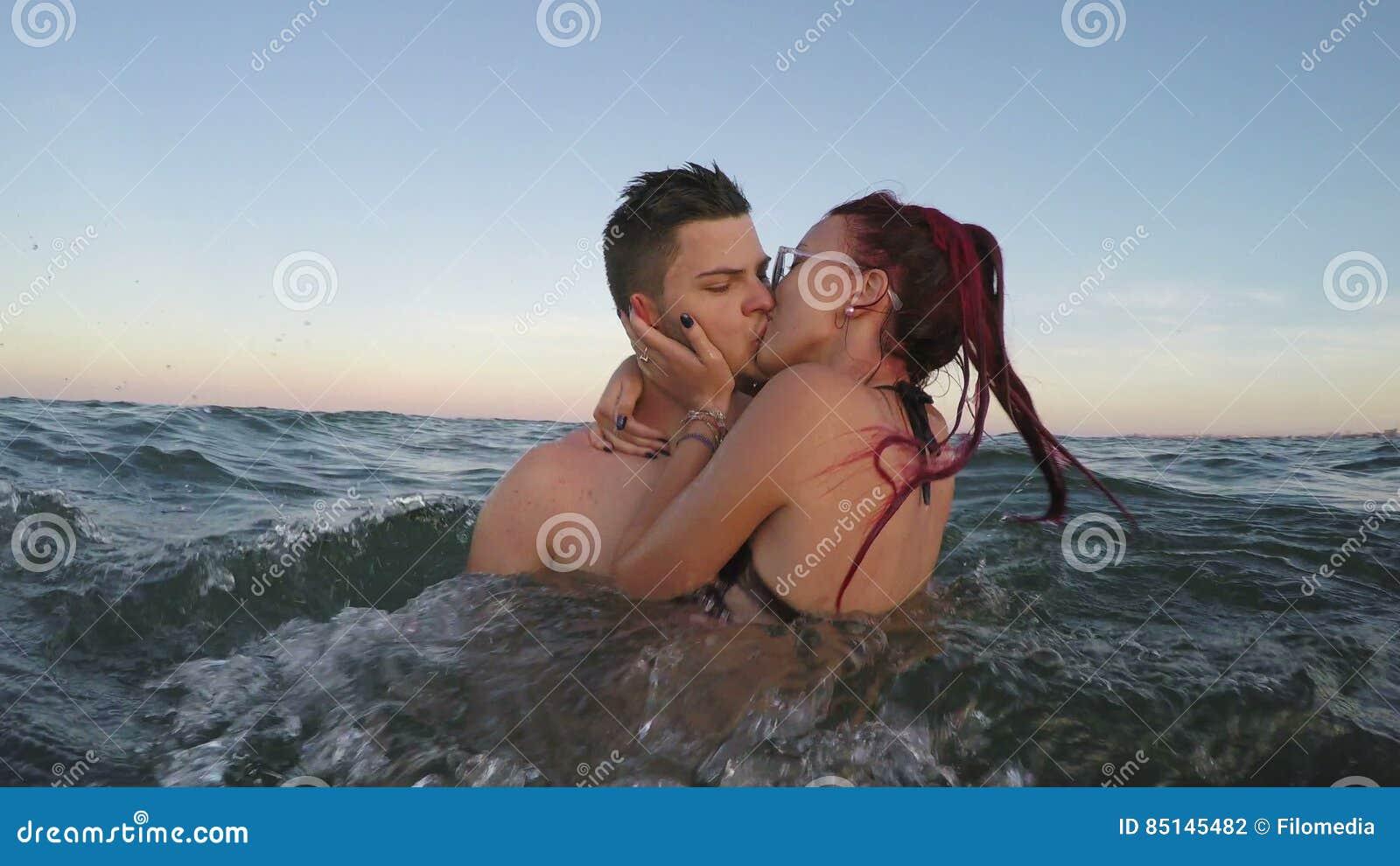 Amour entre deux femme et homme [PUNIQRANDLINE-(au-dating-names.txt) 67