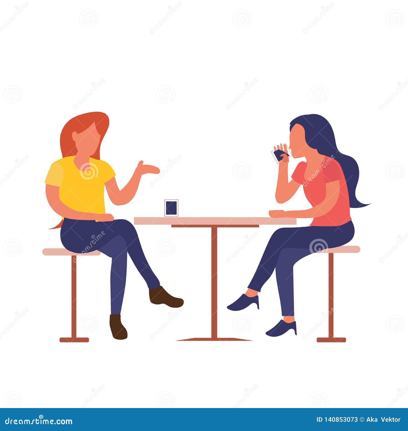 Deux filles s asseyant au café de boissons de café tout en parlant la conception plate d isolement