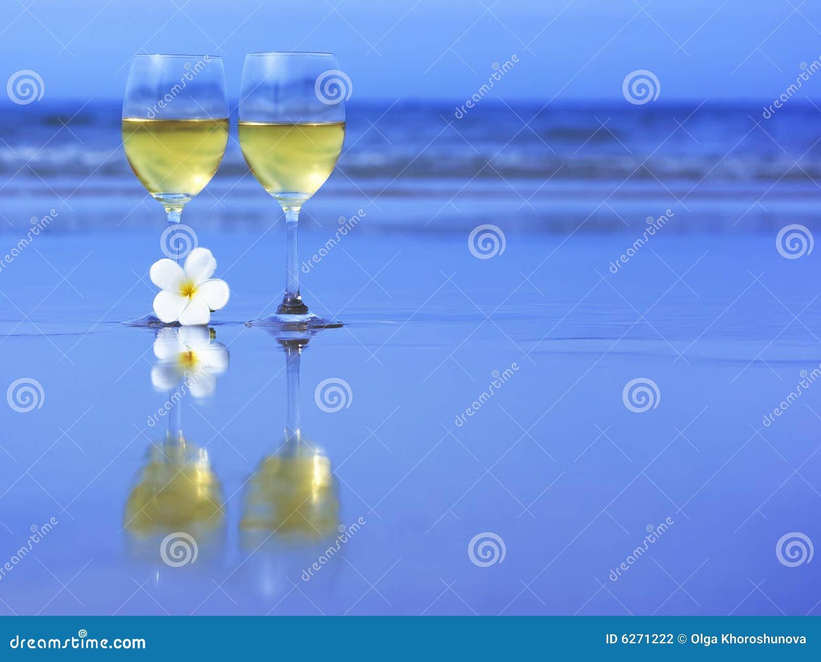 Deux glaces de vin blanc