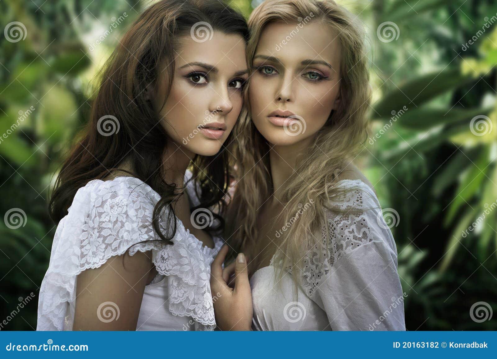 Deux jeunes beautés