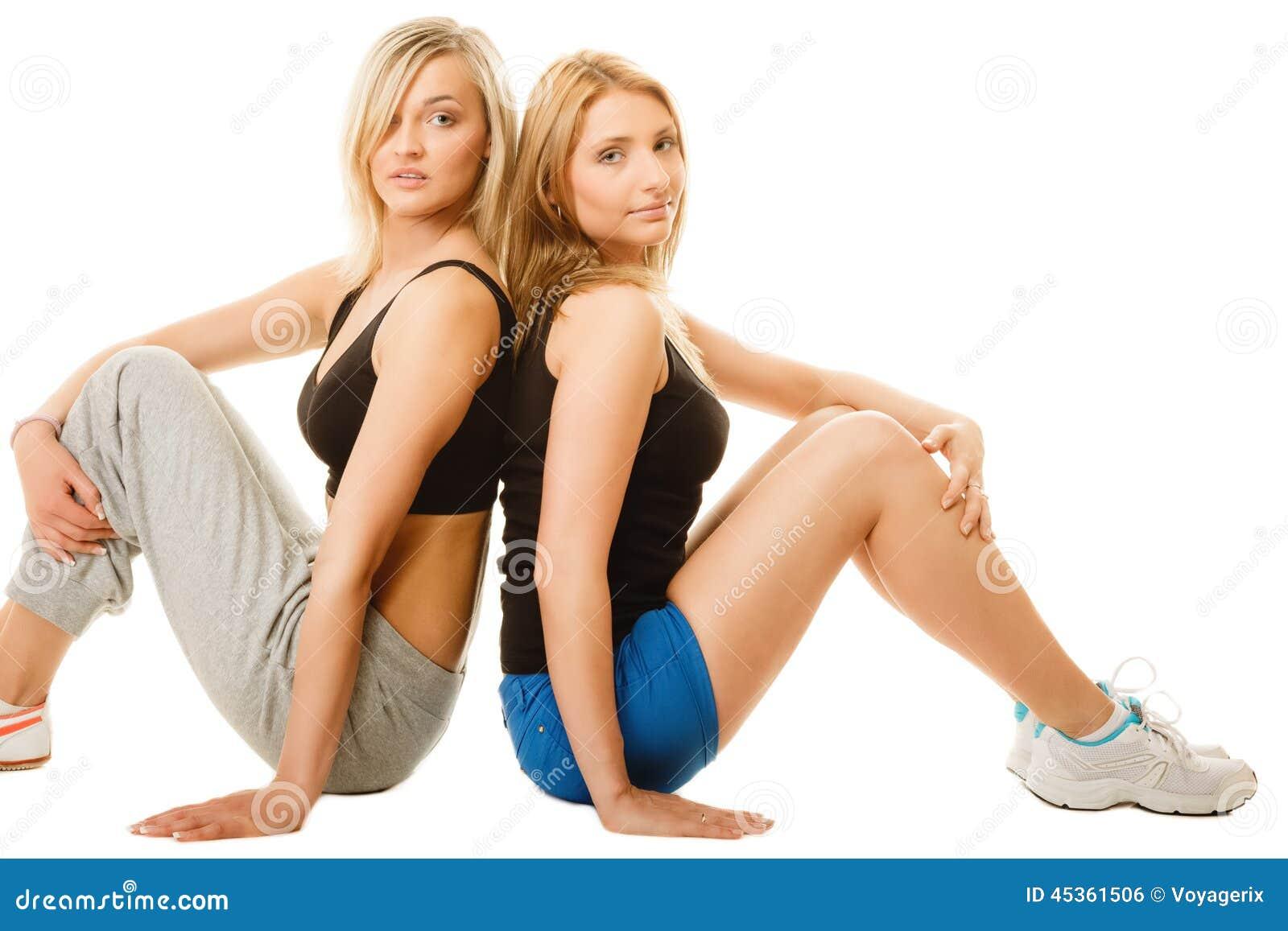 Deux jeunes femmes sportives après séance d entraînement intense