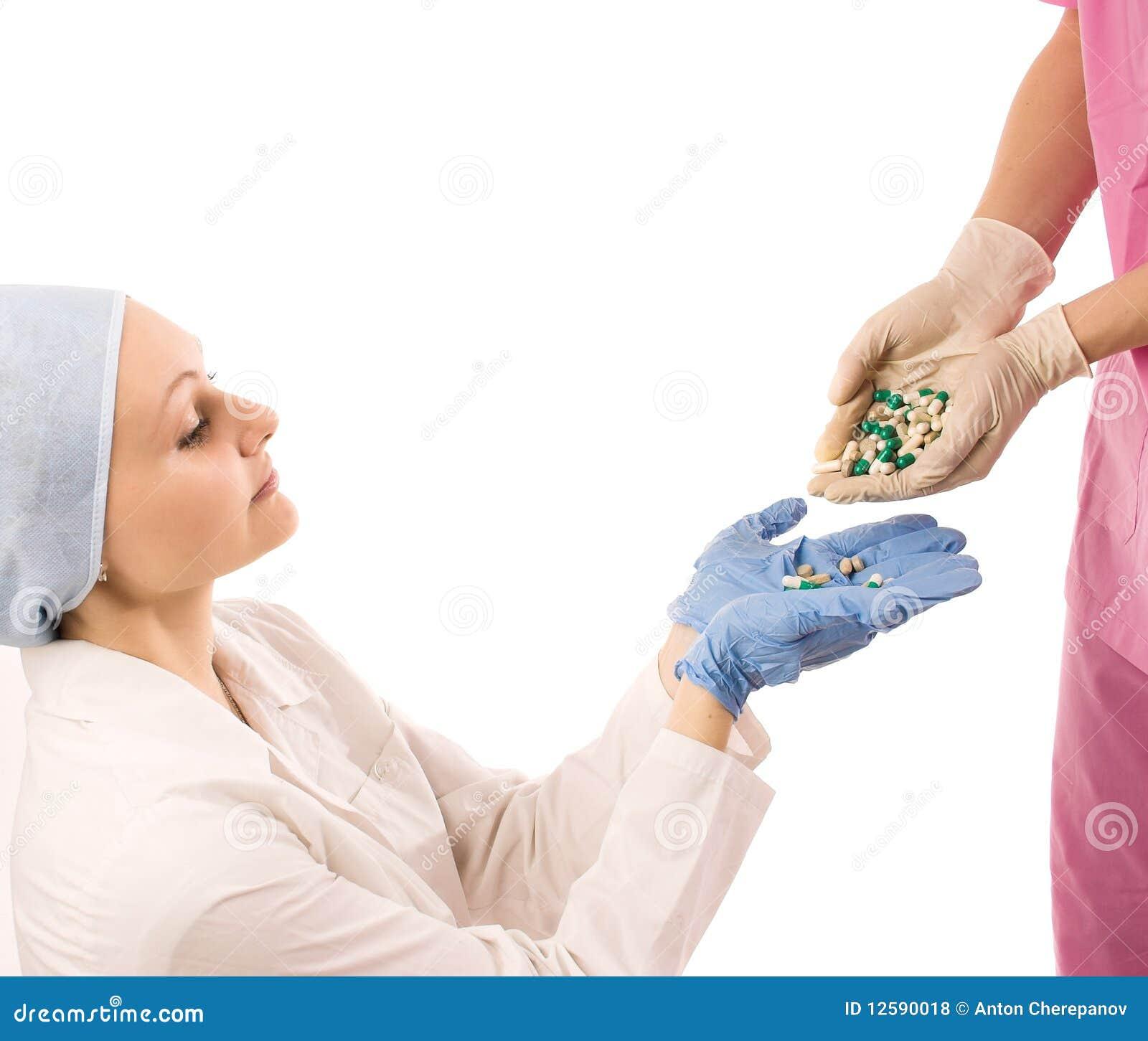 Deux médecins avec la drogue