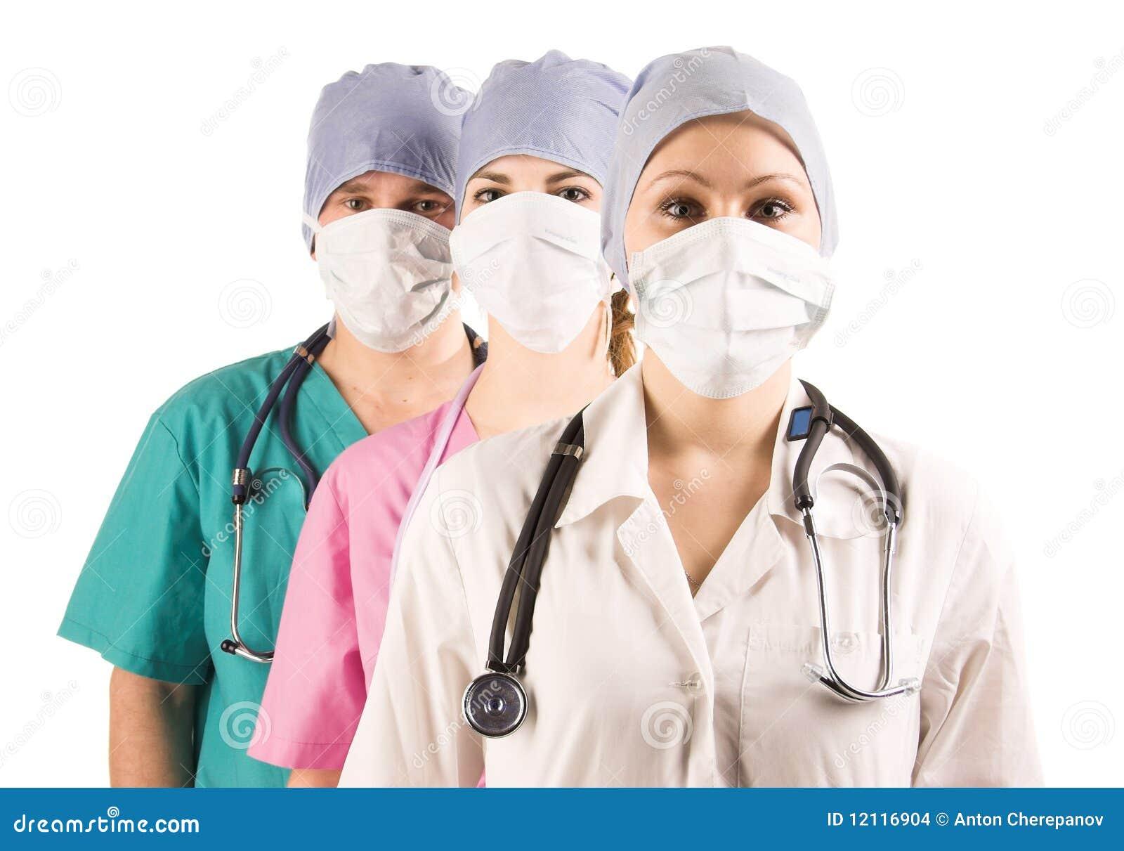 Deux médecins et infirmière