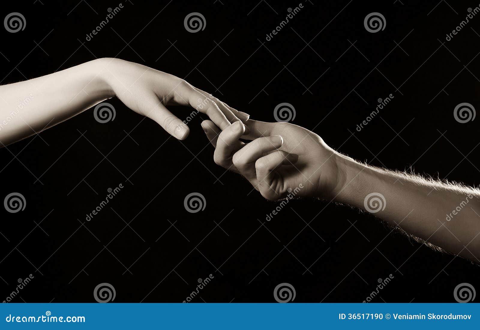 Deux mains se touchant