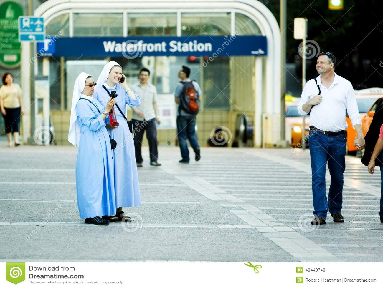 Deux nonnes ayant l amusement