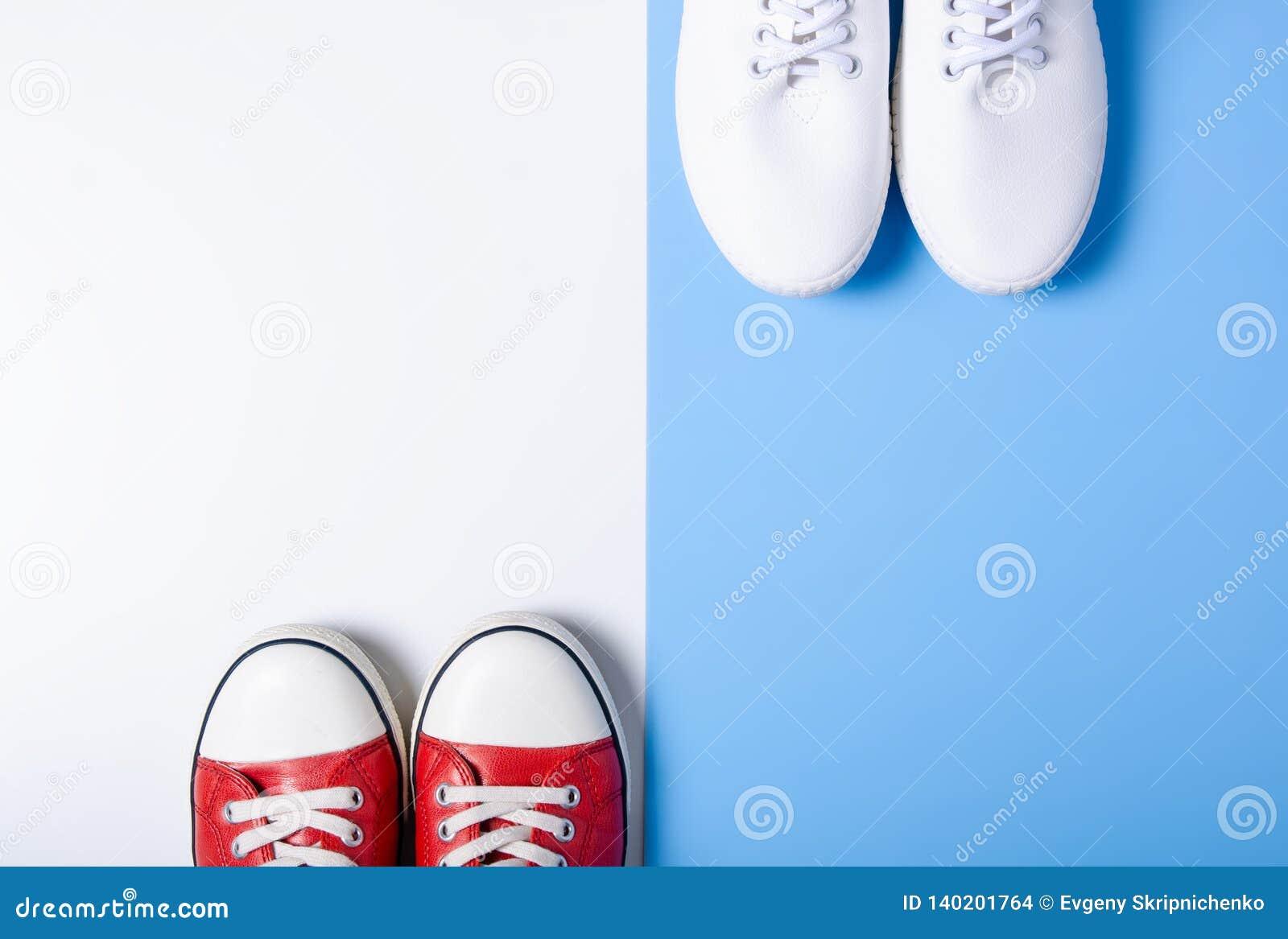 Deux paires d espadrilles