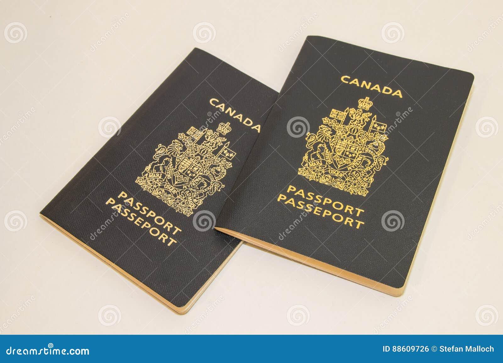 Deux passeports canadiens