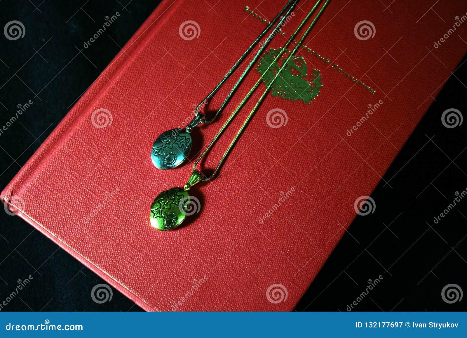 Deux pendants pour un couple affectueux