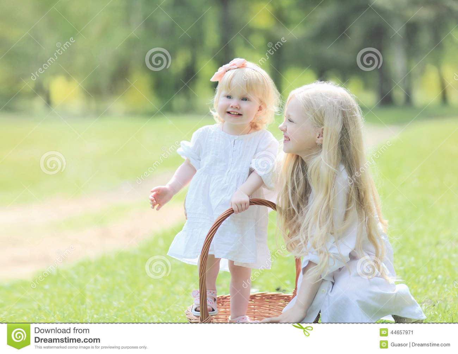 Pervers baise sa petite soeur encore vierge - orgietvcom