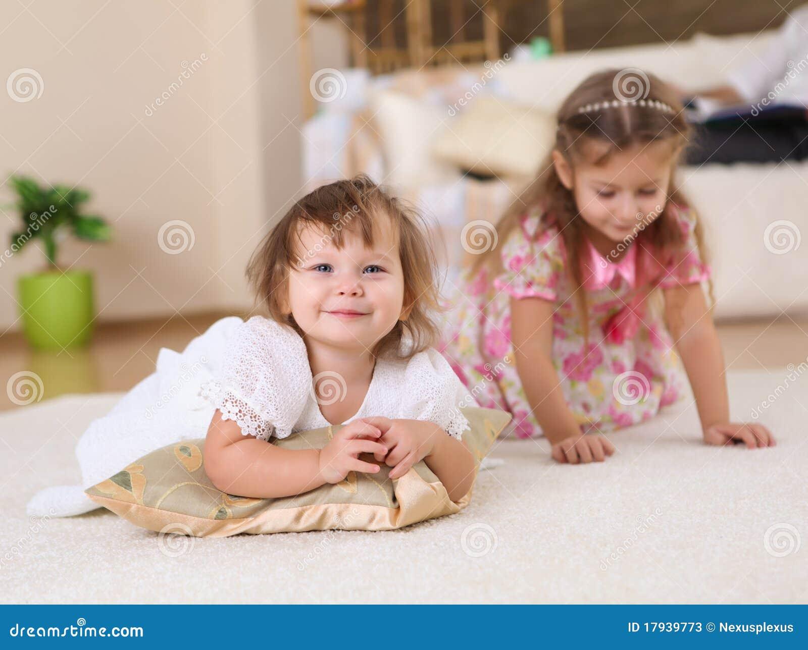 Une soeur vicieuse couche avec son frre pour un petit