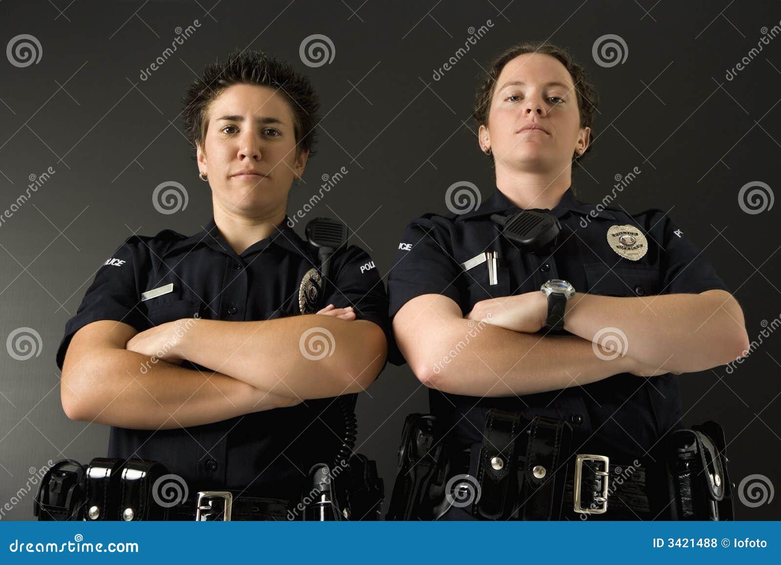 Deux policières.