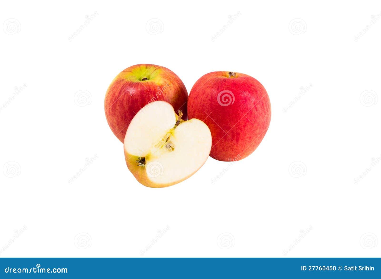 Deux pommes rouges mûres et demi