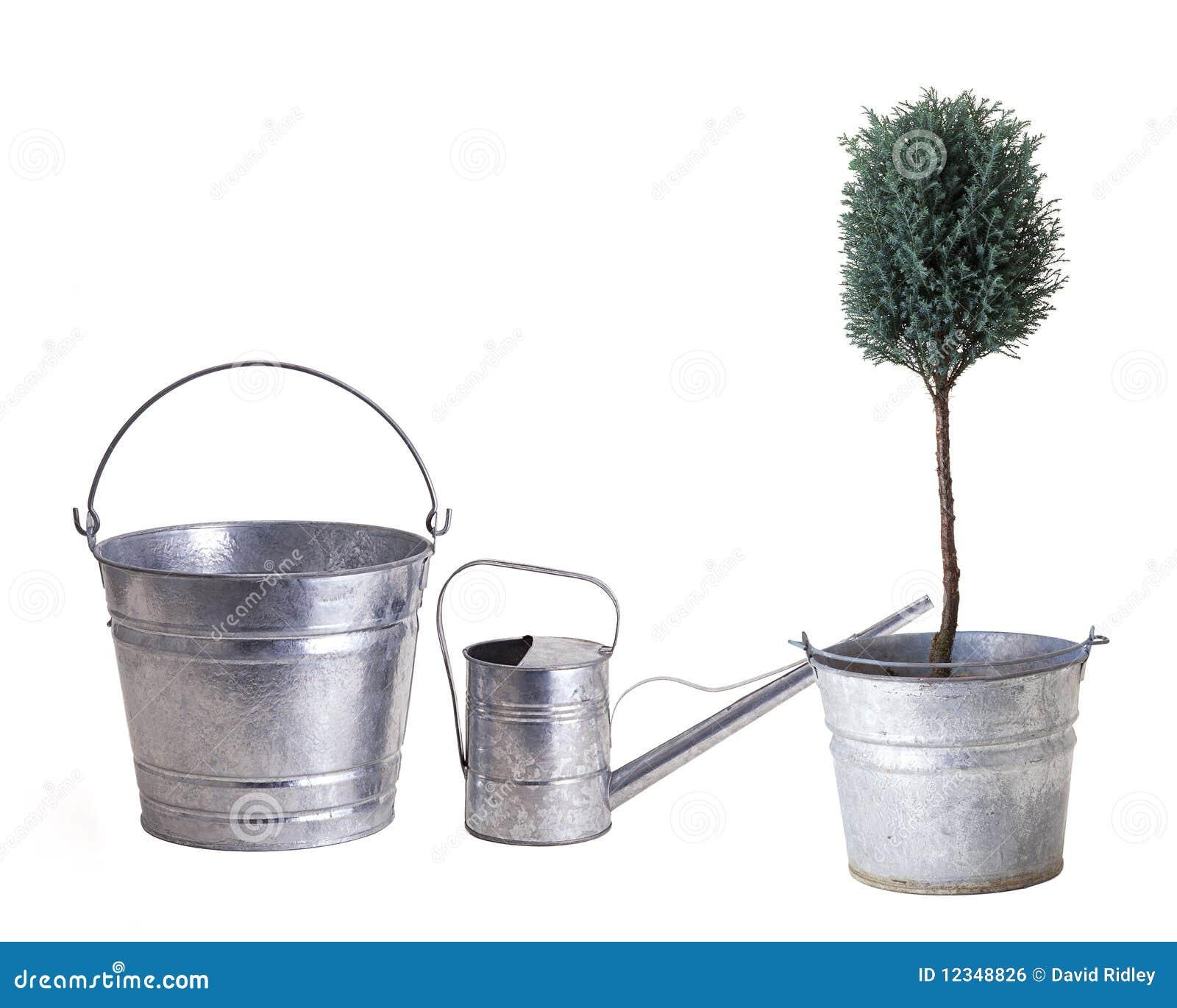 Deux positions un bidon d arrosage pour la plantation