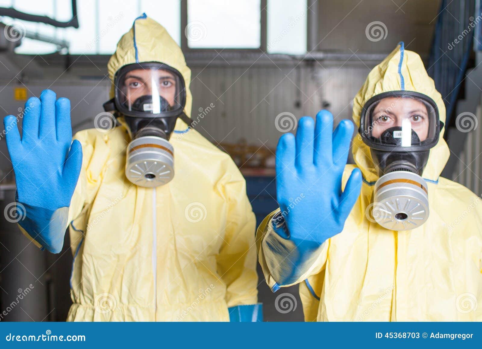Deux professionnels de la santé avertissent d Ebola