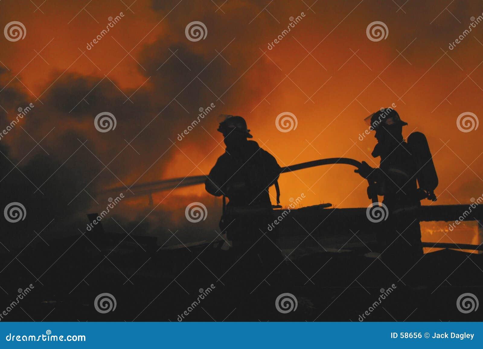Deux sapeurs-pompiers
