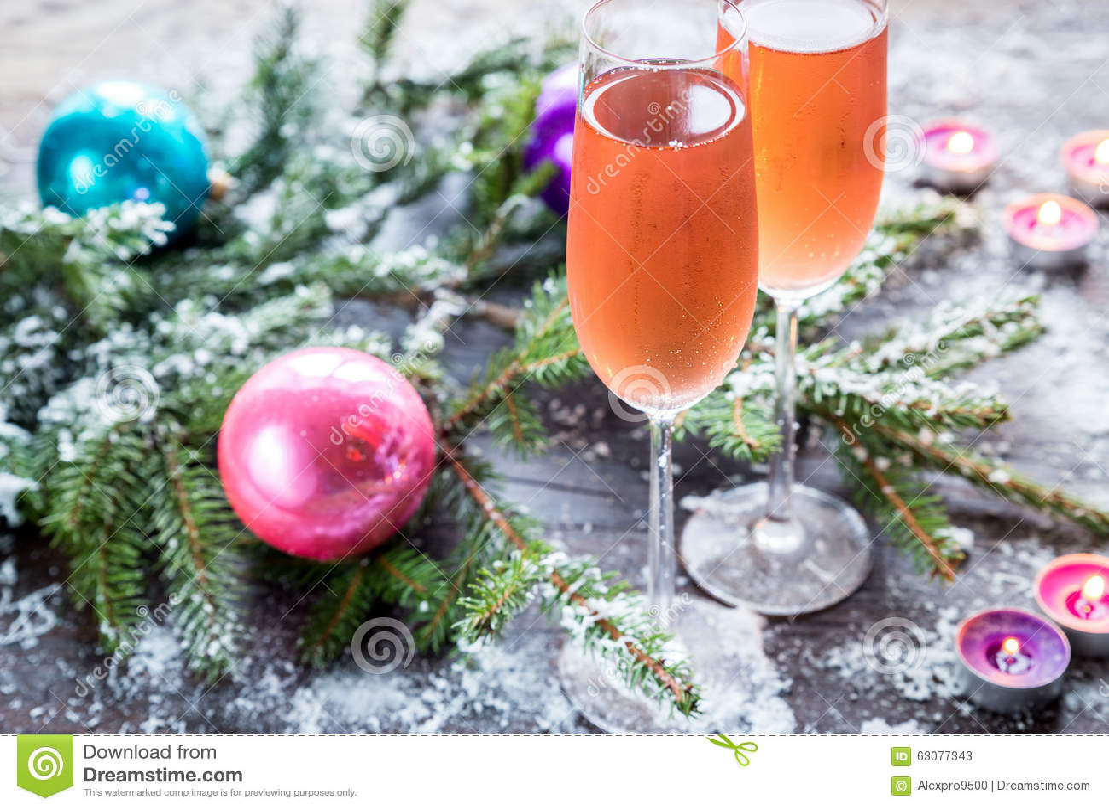 Download Deux Verres De Champagne Avec La Branche D'arbre De Noël Image stock - Image du bougie, sapin: 63077343