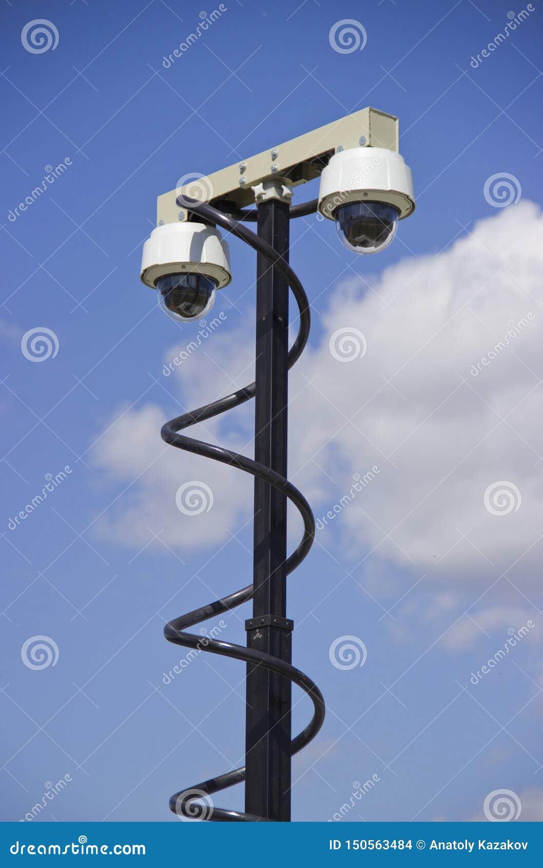 Deux vidéos surveillance de dôme