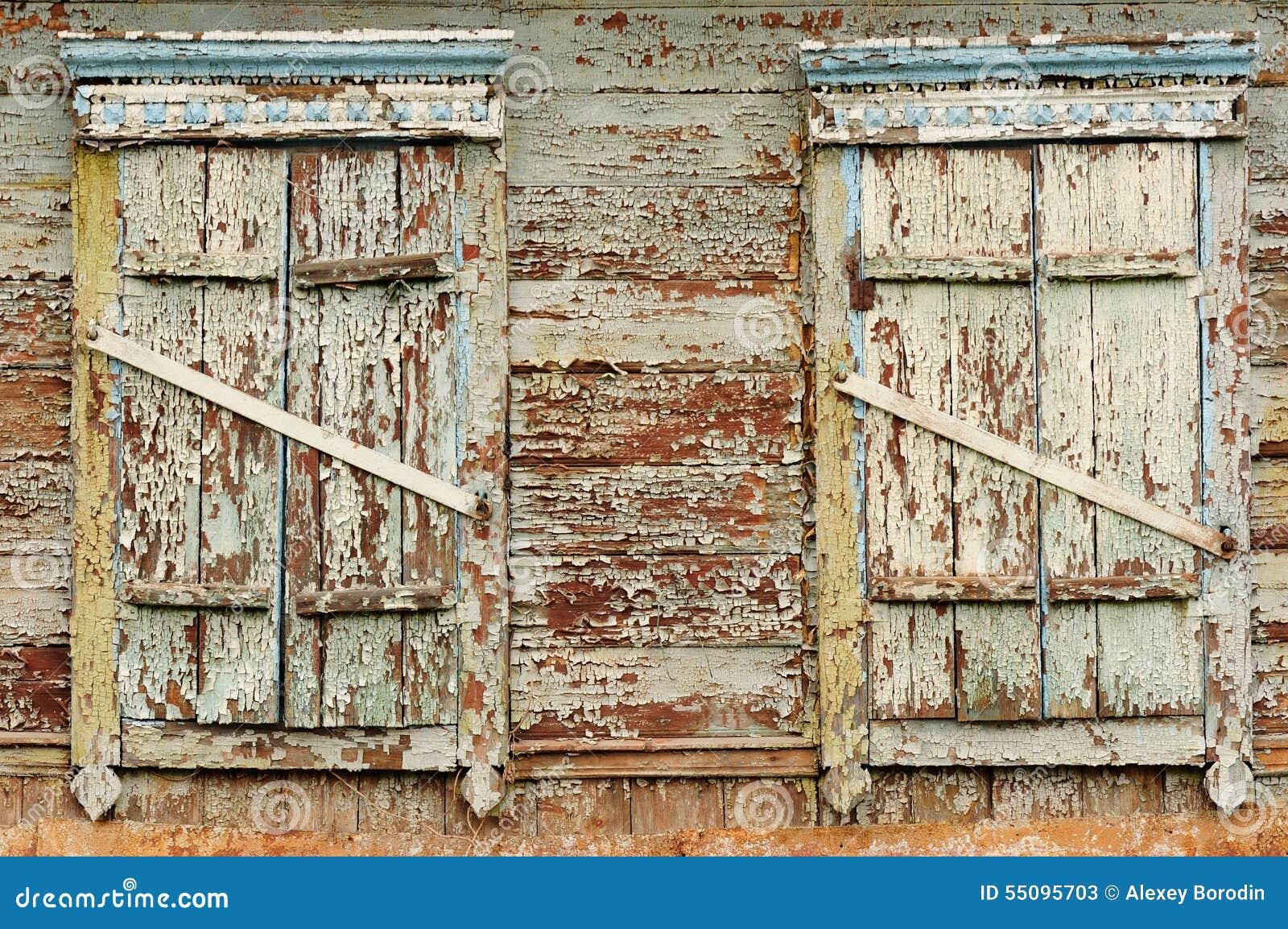 deux vieilles fen tres en bois avec les volets ferm s photo stock image 55095703. Black Bedroom Furniture Sets. Home Design Ideas