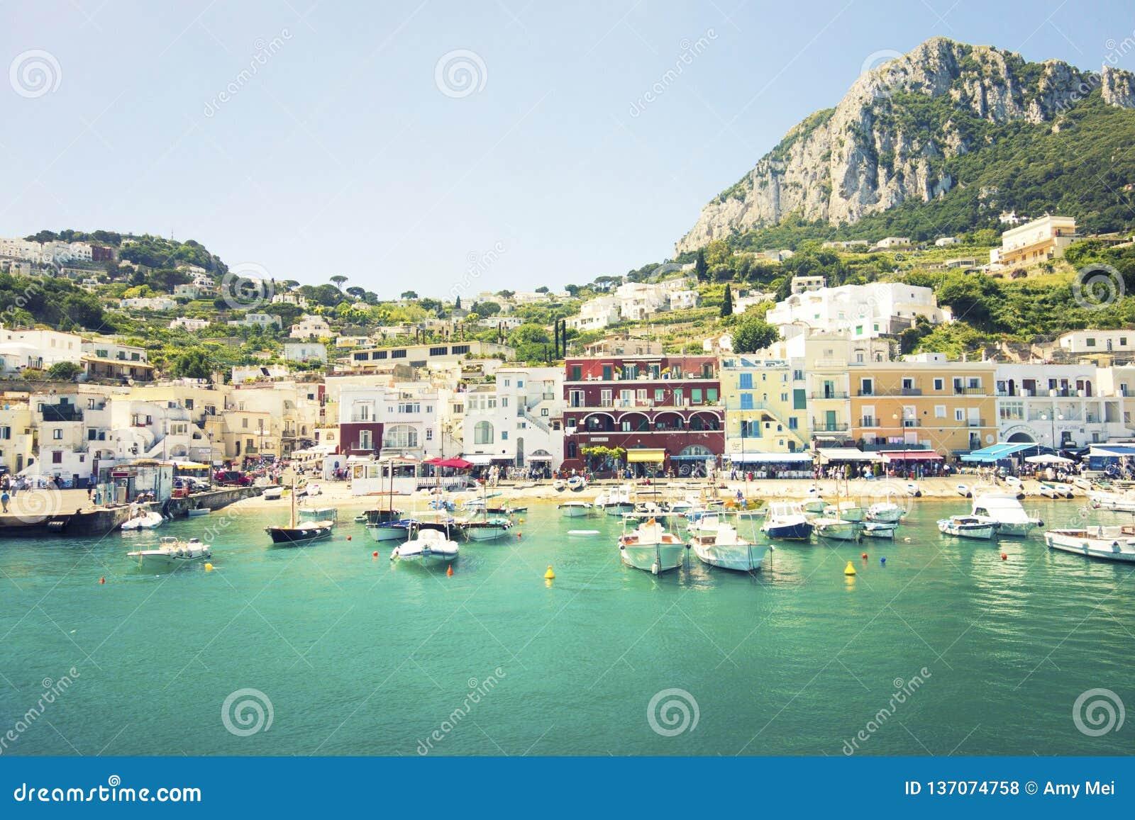 Devanture de magasin colorés de Capri, Italie