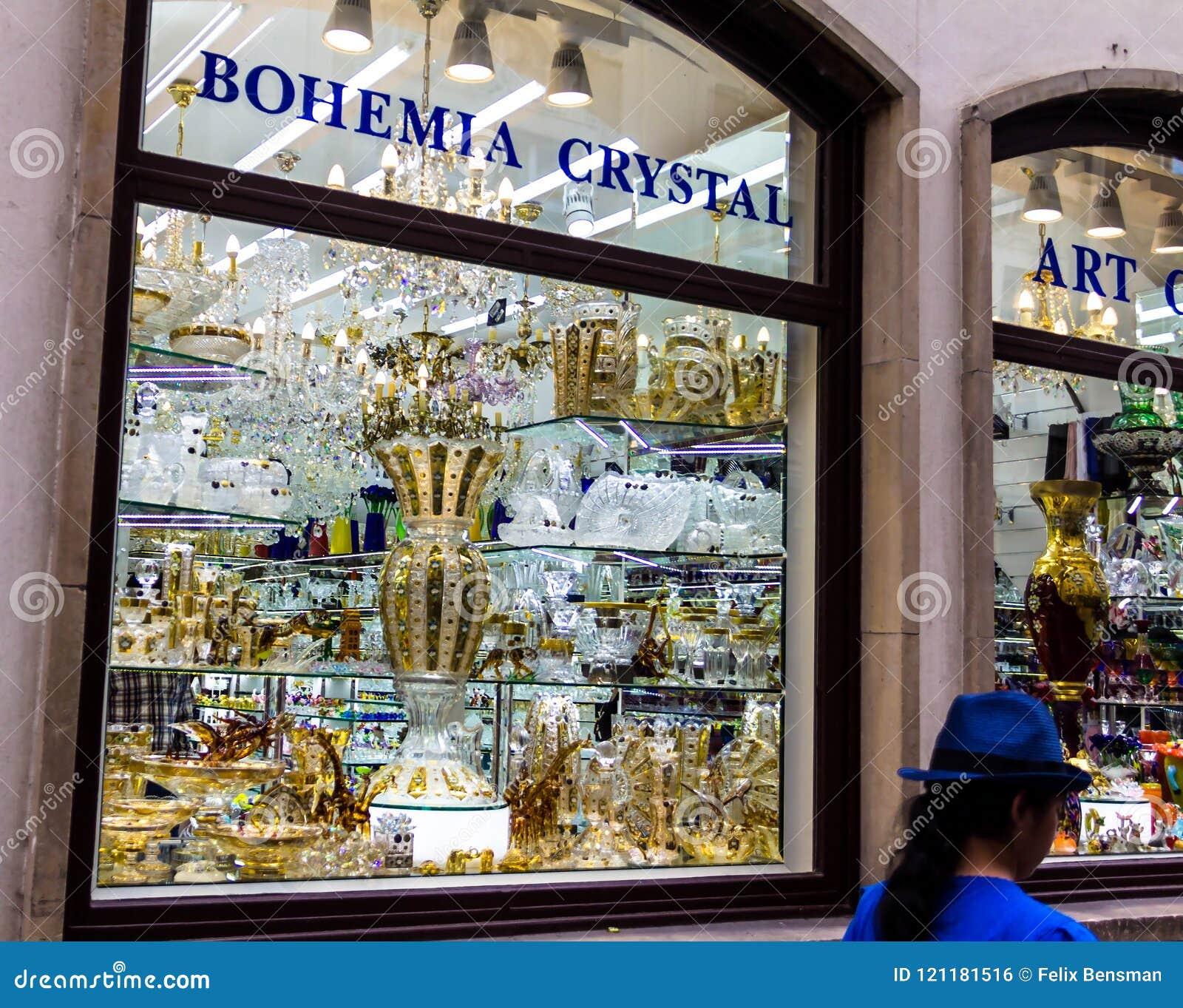 5620b825941cd Devanture De Magasin De La Boutique En Verre De Bohème Photo ...