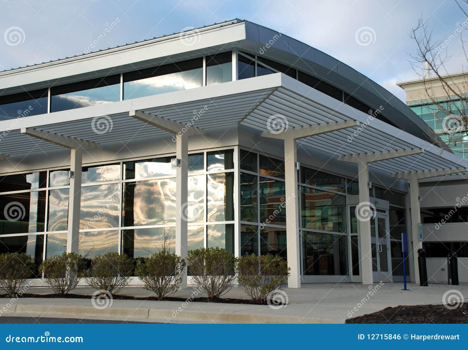 devanture de magasin moderne d 39 immeuble de bureaux image libre de droits image 12715846. Black Bedroom Furniture Sets. Home Design Ideas