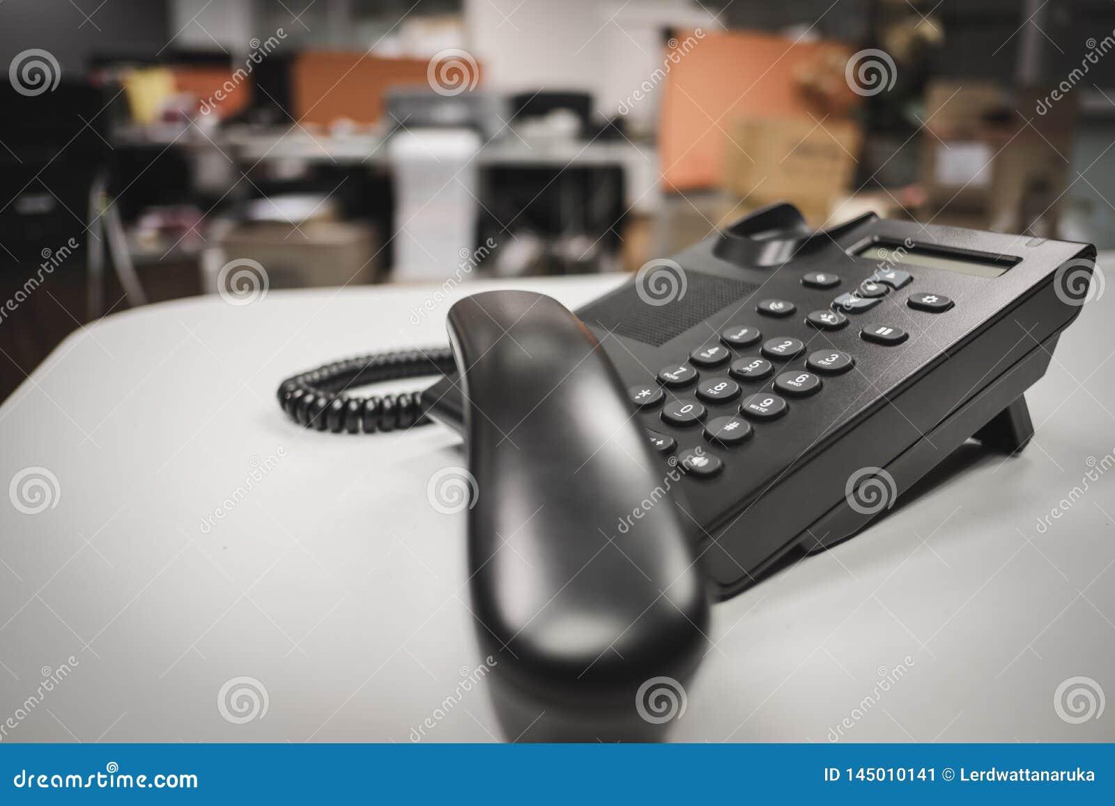 Deveice телефона ip кнопочной панели выборочного фокуса на столе офиса
