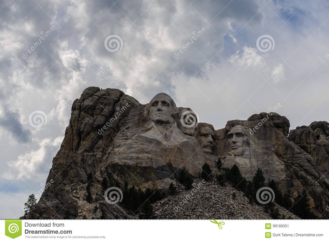 Clouds behind Mount Rushmore