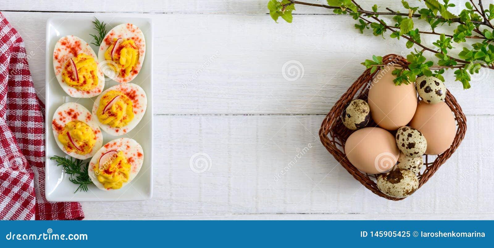 Deviled ?gg l?cker aptitretare Kokade ?gg som stoppas med ?ggula, senap, majonn?s, paprika Klassiskt recept