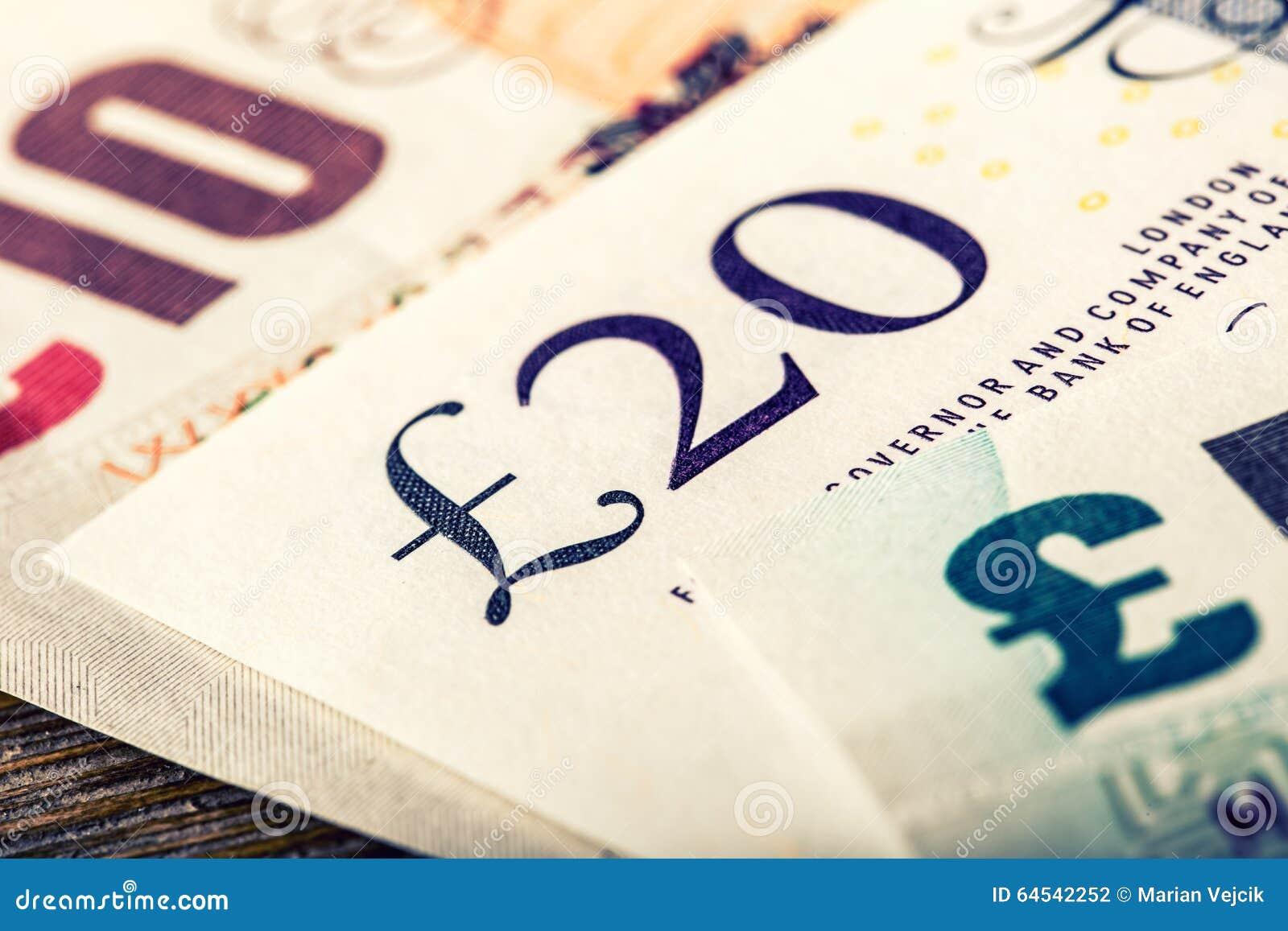 Devise de livre, argent, billet de banque Devise anglaise Billets de banque BRITANNIQUES de différentes valeurs empilés sur l un