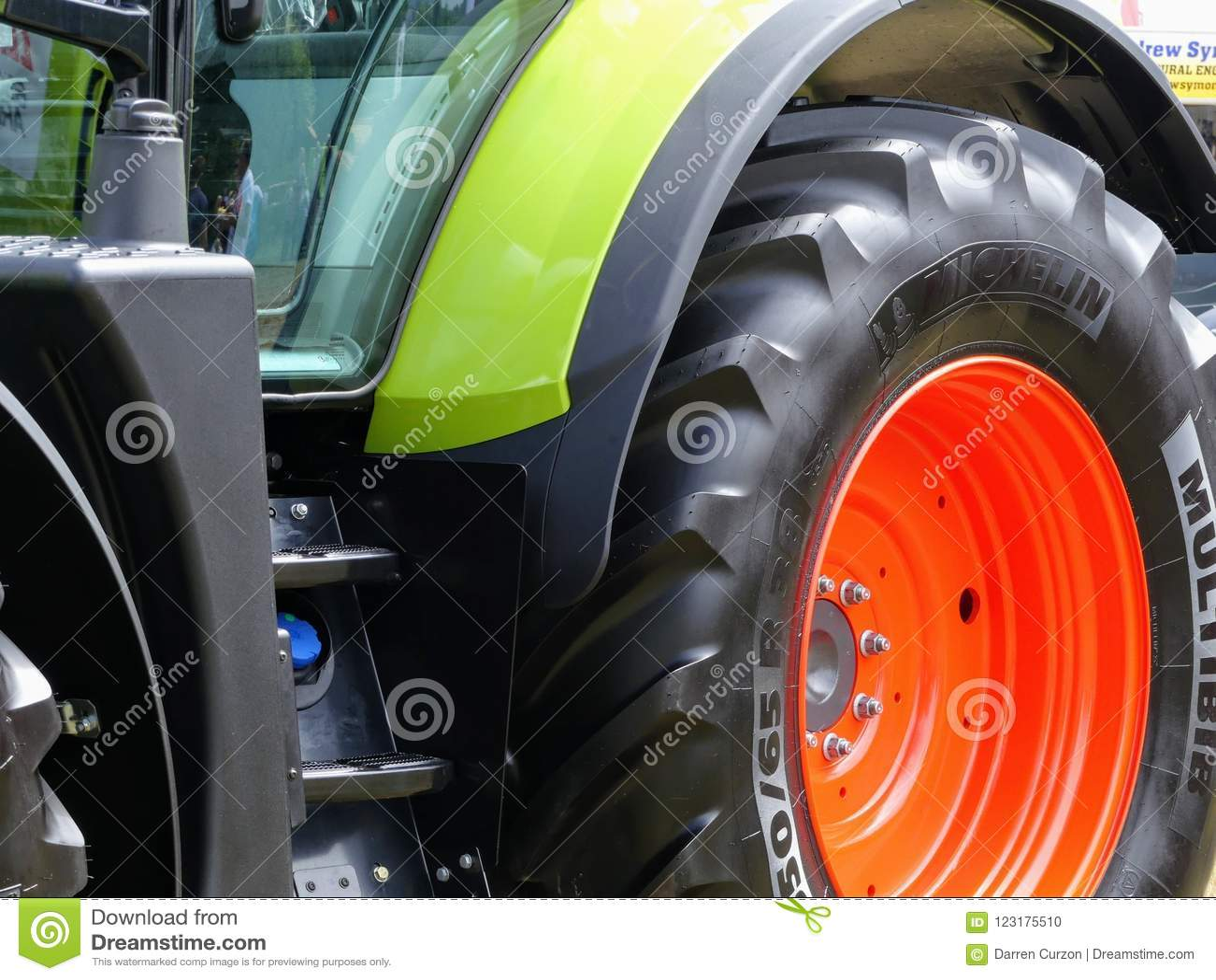 Devon, Großbritannien - 30. Juli 2018: Ein landwirtschaftliches Fahrzeug Klaas auf Anzeige