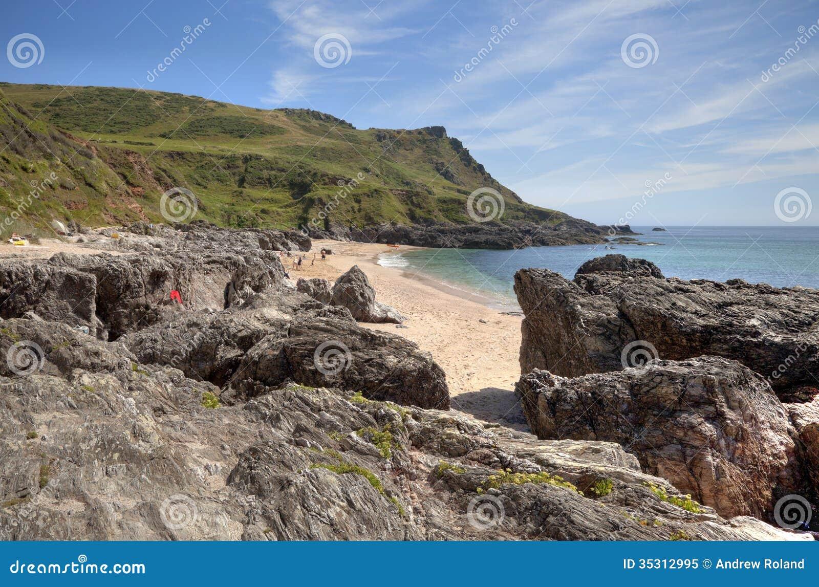 Devon-Küstenlinie im Sommer