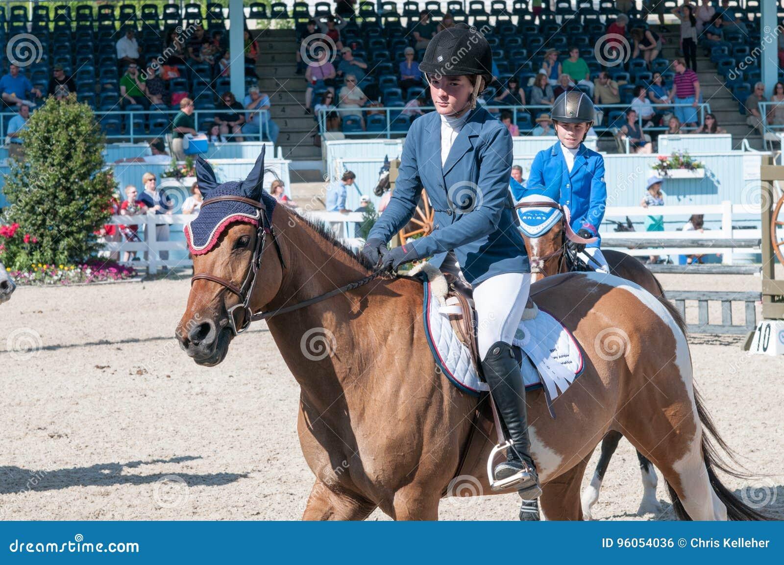 DEVON, PA - 25 MAI : Cavaliers exécutant avec leurs chevaux chez Devon Horse Show le 25 mai 2014