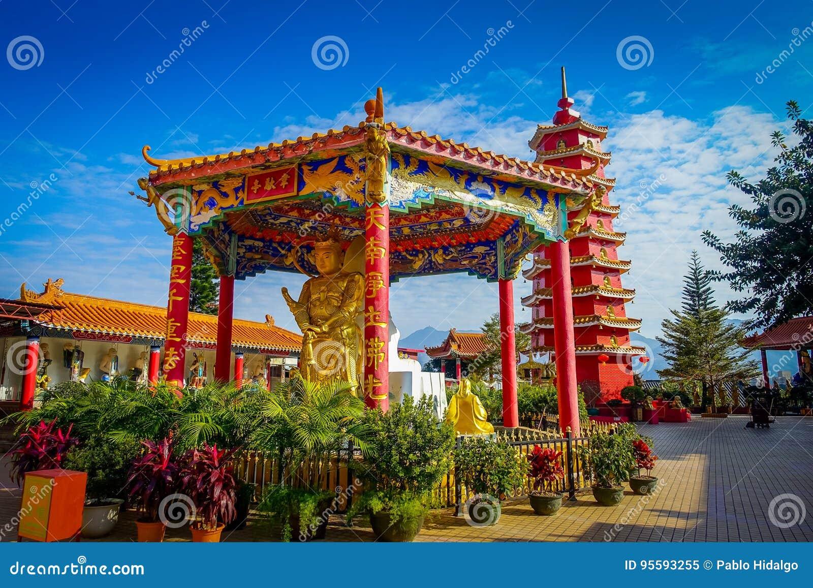 Dez mil monastérios das Budas na lata de Sha, Hong Kong, China