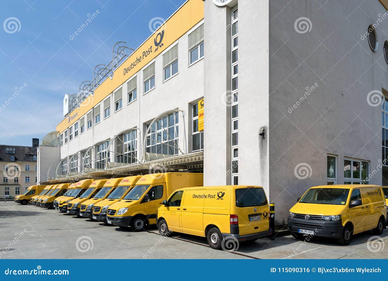 Dhl Lieferwagen Am Depot In Siegen Deutschland Redaktionelles Foto