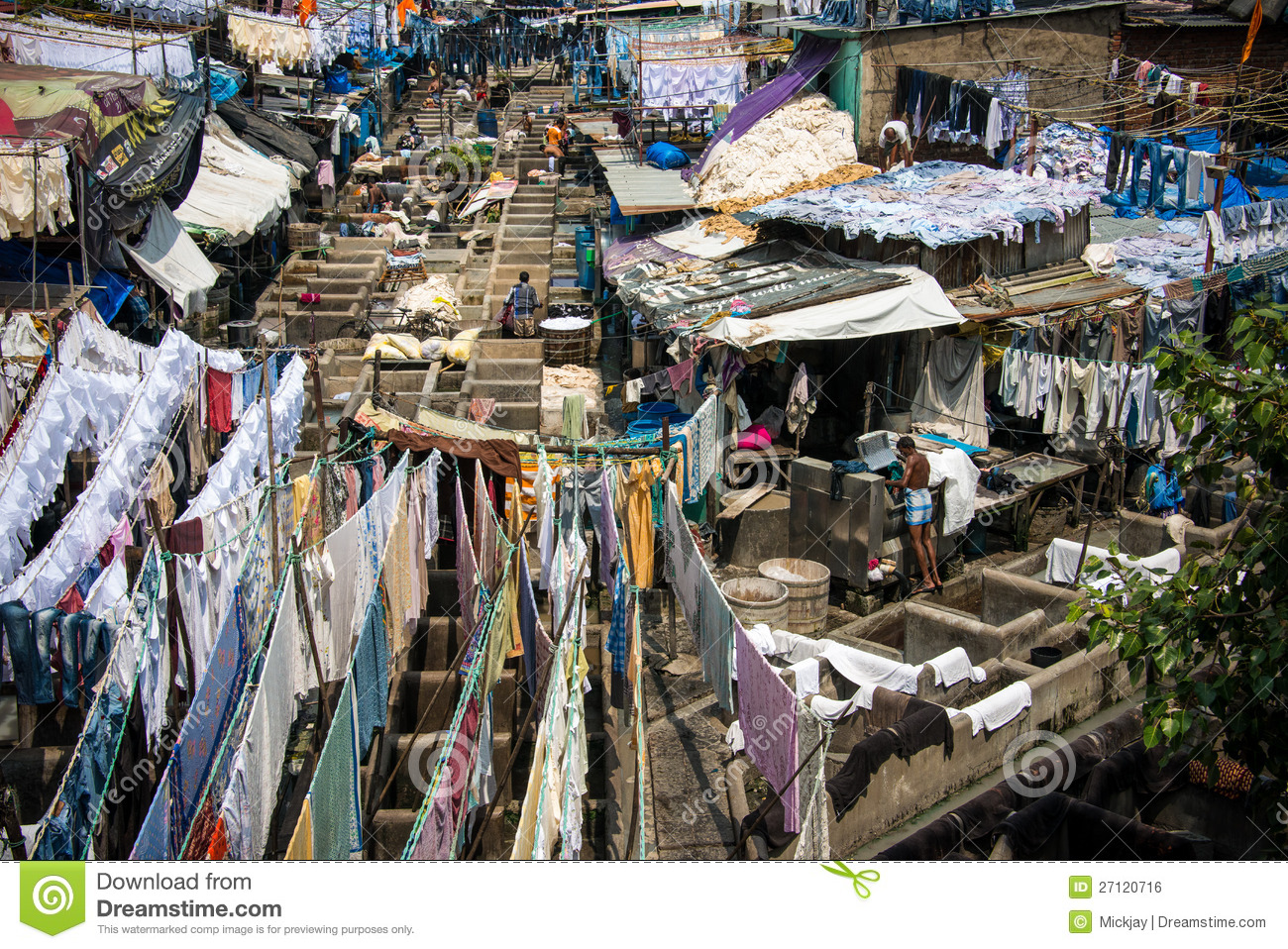 Travel destination in India Dhobi ghat laundry workers washing ...