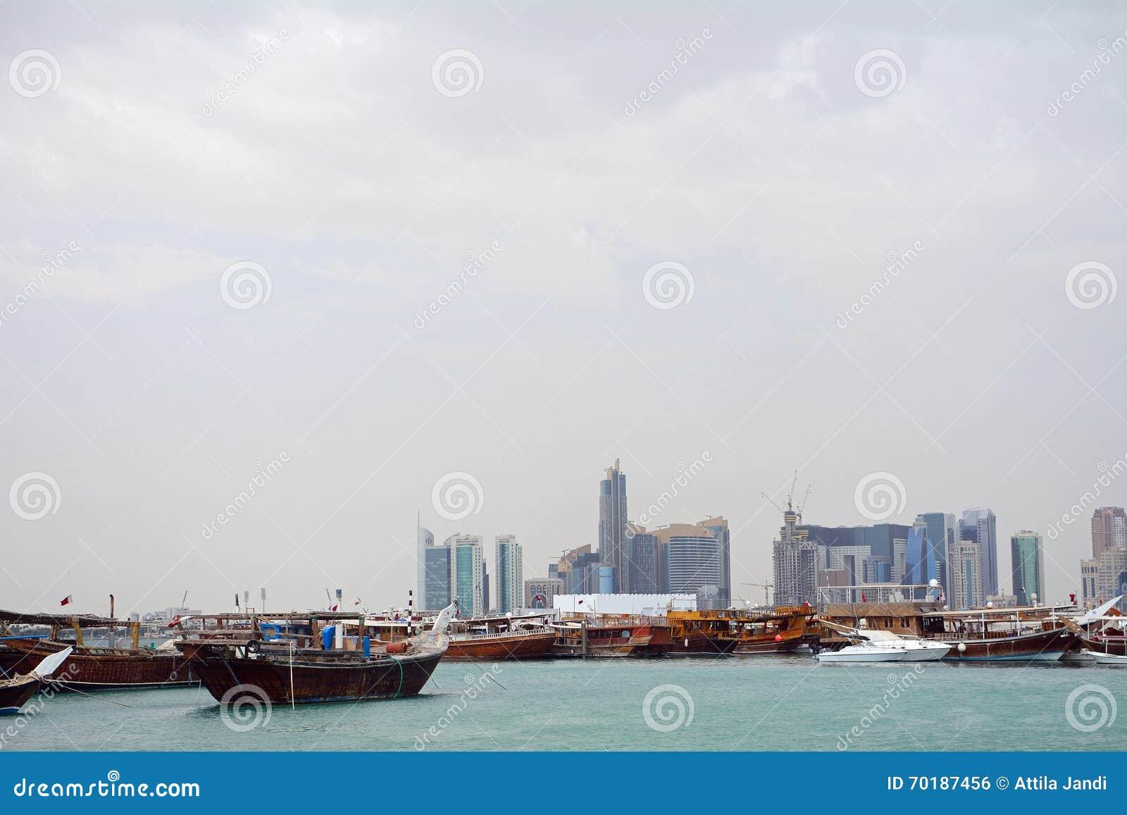 Dhows framme av nya Doha, Doha, Qatar