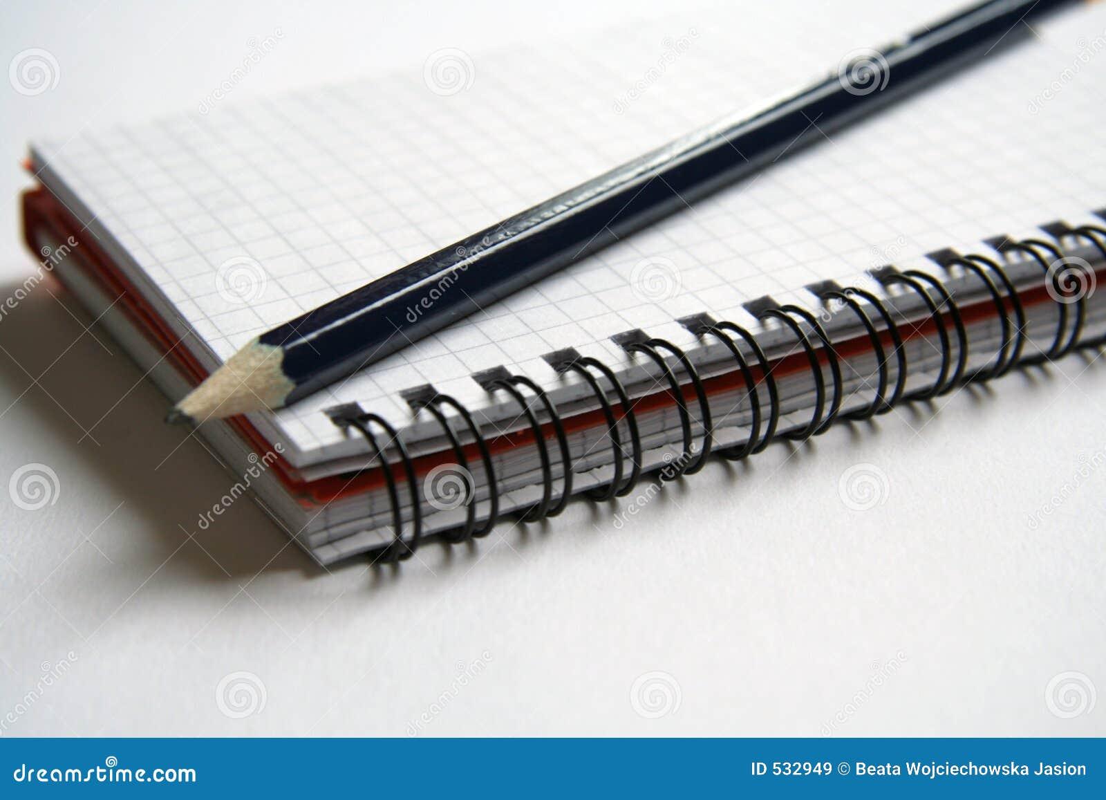 Diário e lápis