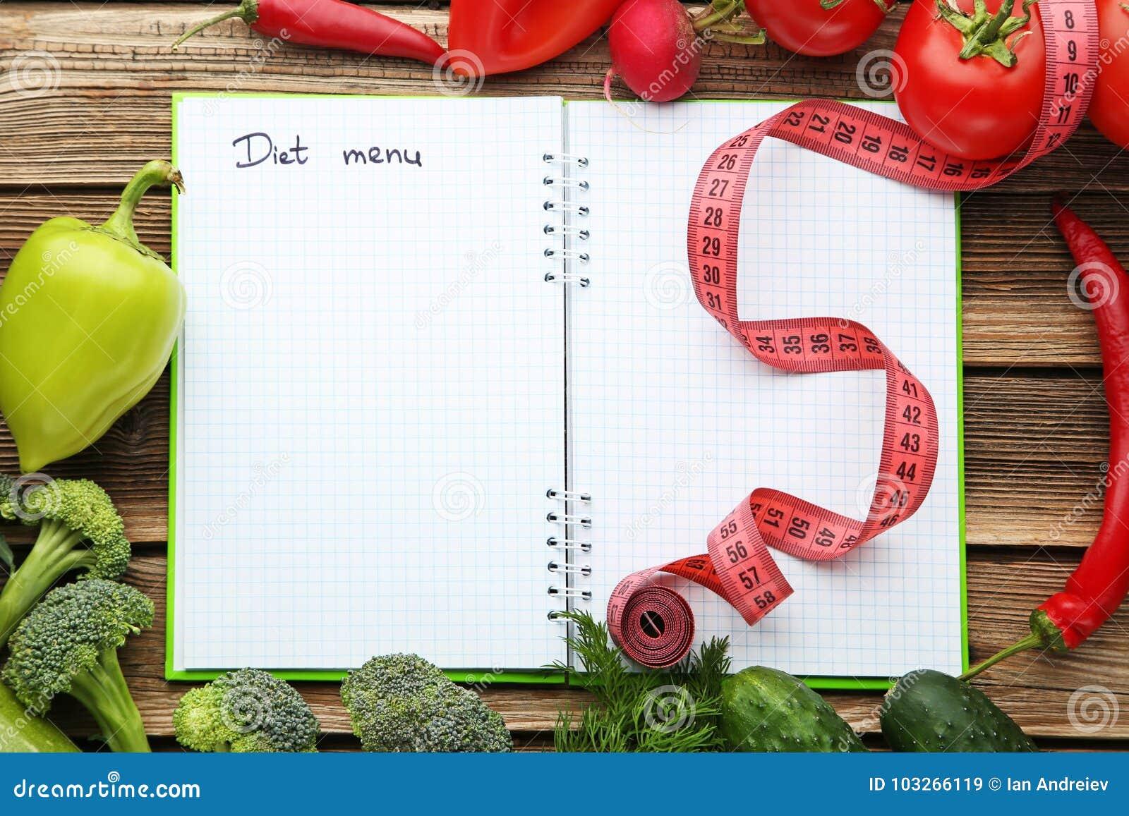 Diätmenü auf Papier mit Gemüse