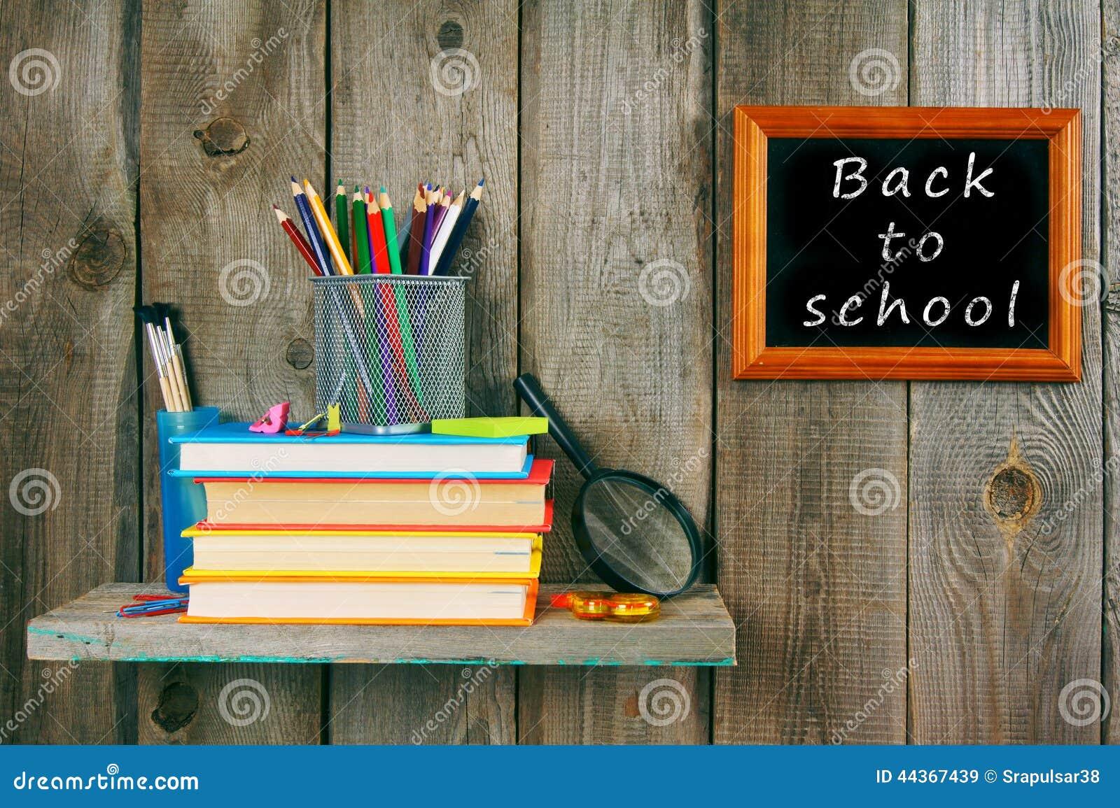 Di nuovo al banco Libri e strumenti della scuola