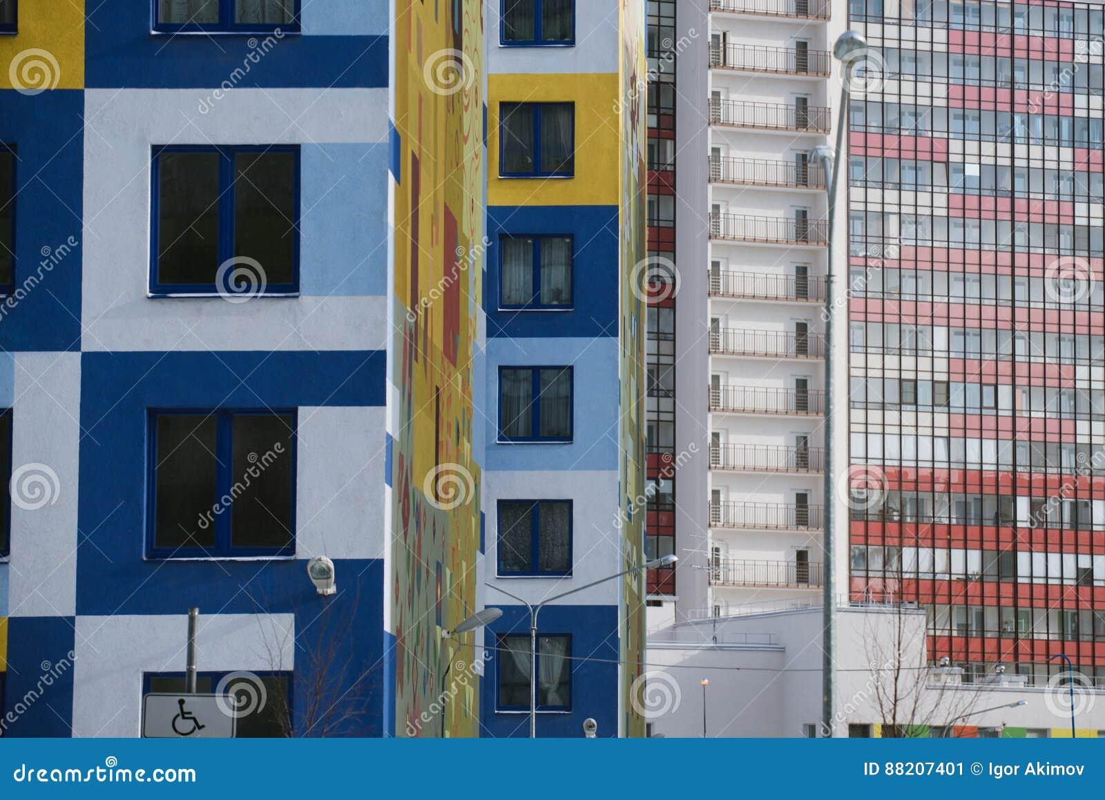 Amazing di pareti colorate multi delle costruzioni di - Nascondigli segreti in casa ...