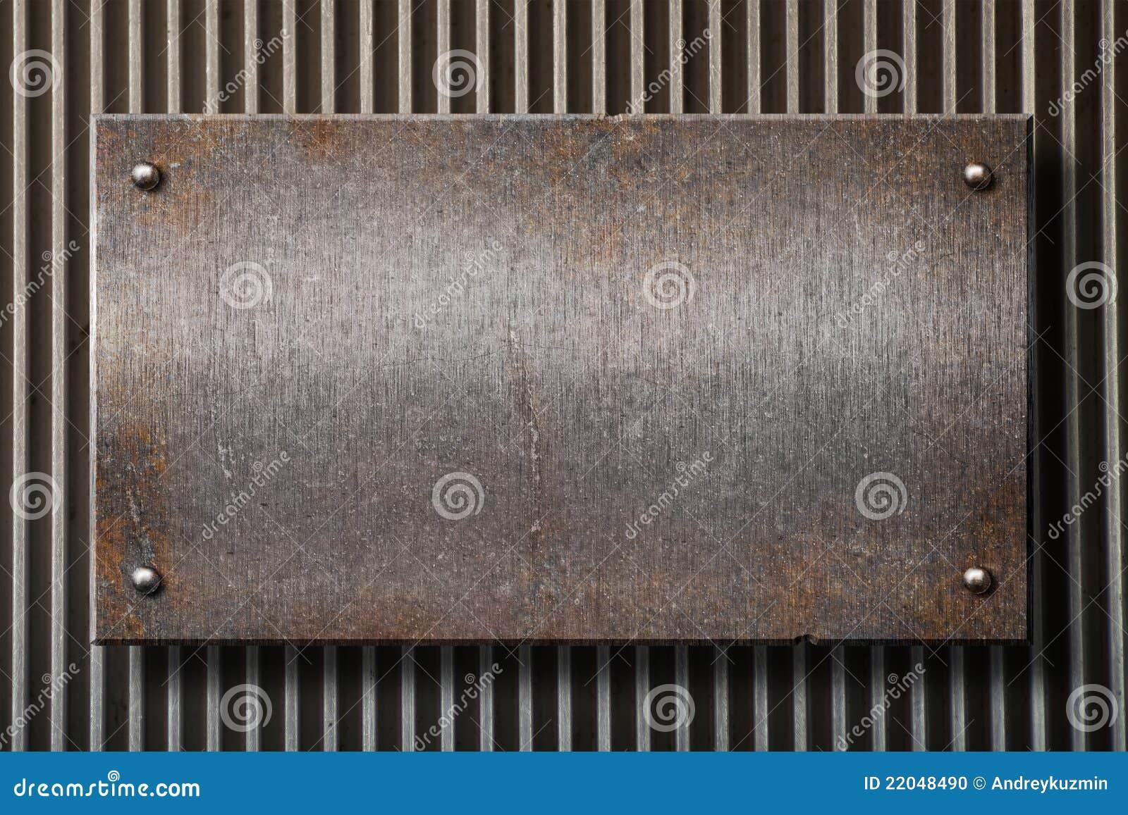 Di piastra metallica arrugginito di Grunge sopra la priorità bassa di griglia